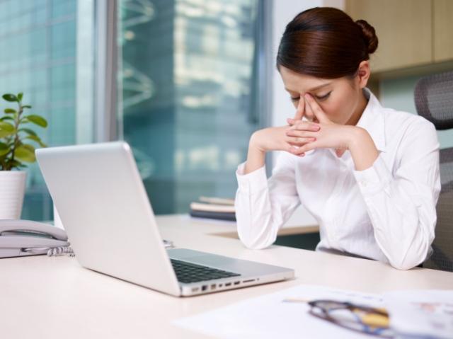 5-Ways-Social-Media-Can-Affect-Your-Divorce-sad-woman-at-computer